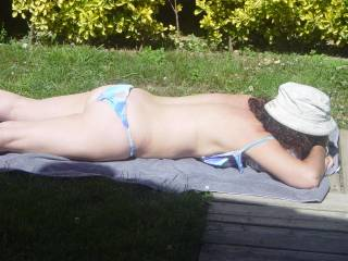 """want a sunbath with me? Could you put me some """"cream""""?"""