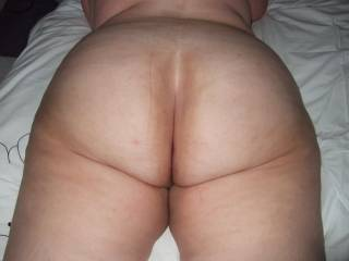 yes .. it would be a pleasure to play with this fine ass....