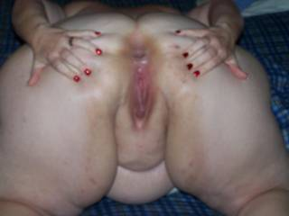 love when a girl spreads like that,,,i would take the asshole first, after i licked it good,,, then the other hole,, damn you look good like that,,, i just have to stroke to it