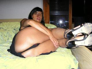 fabulous ass would love to see a toy in you in this position hmmmmm