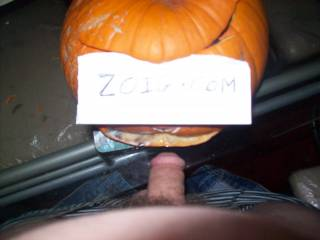 pumpkin head giving me a BJ hope she got soft lips anyone out there got soft lips for my cock?