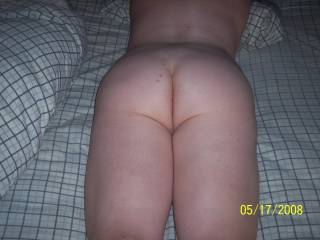wow, i could cum just sliding my cock up and down that great ass crack