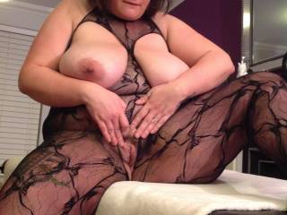 Dam girl so hot I had to pull out my cock and beat off cumming to your sexy body and pretty face