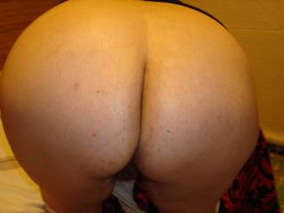 Love that ass, would slide my cock inside