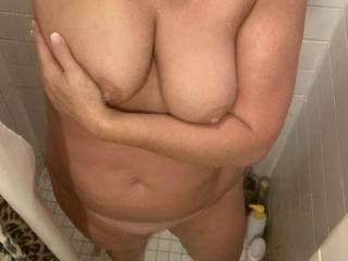 Younger side pussy showing off her body. She would love to read some comments. Lucky guy aren't I.
