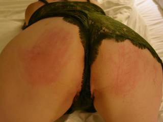 Birdie has the most beautiful ass. It\'s even more beautiful with some nice, red handprints on it!