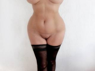 breathtaking female curved:  small waist and great round hips and big tits! a true treat of a MILF! love to exlore every curve! Rubens has a tendency to fatness:  she is not fat!