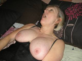 Love to put my cock in her mouth so that she can suck me off before I shoot it over her gorgeous tits.