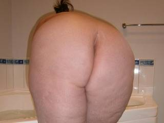 Damn I want to just smack that ass and watch it shake. Over and over