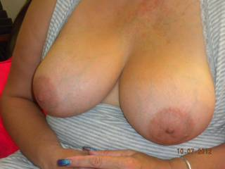 Would love to suck on her sweet titties!