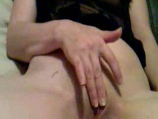 Happy see u rubbing your pussy... hope i can see close to u
