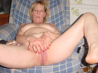Tasty horny pussy that obviously needs a lot of attention and cock. Love to chat with a hot horny mature woman! Please write.