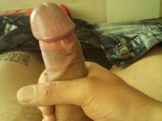 OMG what an amazing big toy!!! I love your bulging head and want to lick and suck it, I need your precum so bad...