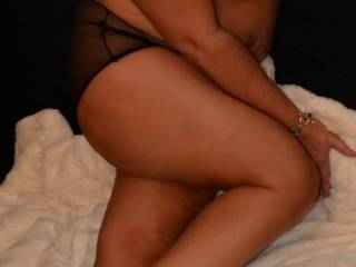 mmm looking good would love to pleasure that sexy body sexy woman mmmm
