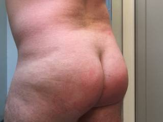 Just a shot about 20 minutes after the spanking. Still some color there.