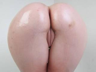 Ranae\'s oiled fat ass right before anal fucking...