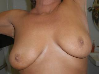 mmmm love to suck and lick those sexy nips