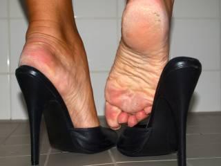 My fav heels...... Please lick my soles.....