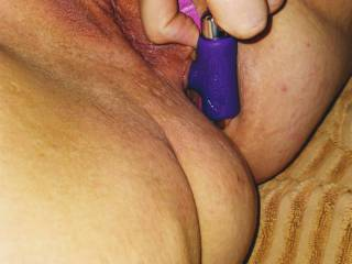 Playing with my little vibrating buttplug