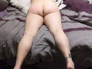 Kitten on the bed waiting for a hard cock to fuck her tight asshole. Any volunteers?