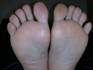 Can you allow me to licking your foot and sucking your honey toes??
