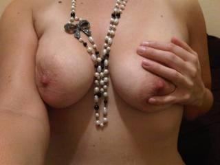 mmmmmmmmmmm love to see a woman rub her tits and nipples and you have beautiful tits and deliciously hard nipples!!