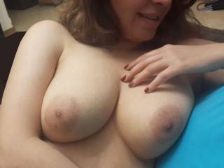 Would love to run my tongue around those aerolas before sucking the nipples and feel them grow perky in my mouth