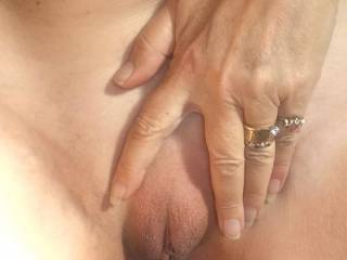 New photos by my girlfriend...... freshly shaved pussy
