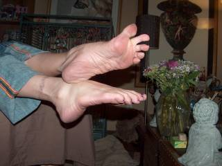 Hell yeah! I would love her to wrap her sexy toes around my cock and pull it until I shoot a stream of cum which will land somewhere on her .. might possibly reach her face if she really gets me going by stroking my balls with her other foot!