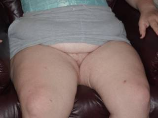 Spread those legs for me sexy...would love to show you a good time!