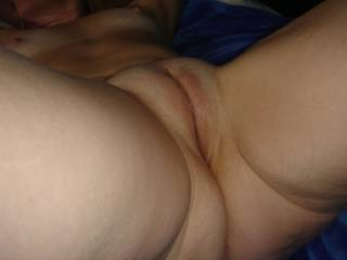 who else thinks she has a perfect cameltoe pussy? just look at that shaved plump mound ready for some tongue action.