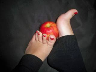o!bb! what sexy feet u have i would love to suck on u'r sexy toes!!! i think that u'r feet r so sexy that i'll put them in my collection !!!