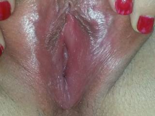 She sent me this pic of her pussy saying pls cum round and see her it needs stretching with wide cock ,would u av gone ?