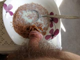 I always like to start the day with a healthy breakfast. Instead of adding fruit I thought I\'d add some delicious fresh cum. Mmm - want to try some ladies?