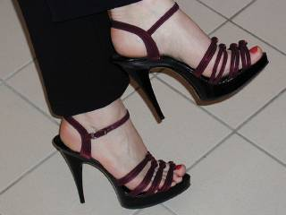 very beautiful ... love the heels
