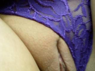 mmm phwoarr that looks soooo lickable  love a smooth pussy   and that looks awesome mmm very  yummy xx