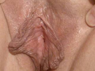 My juicy, wet, phat pussy needs some fingers, tongues, and cocks inside it. Do I have any volunteers??