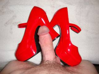 Love to cum on her sexy high heels.