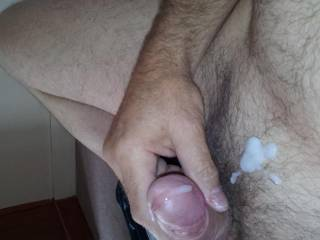 I would love to lick up all your creamy cum mmmmmm