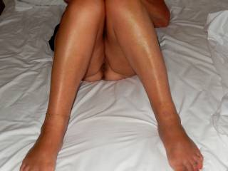 Very sexy legs and feet, love to lick and kiss them all over.