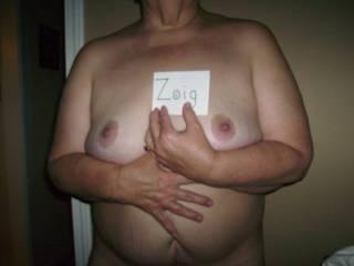 i'd love to see more ur pussy and ur ass i am 27 yo i'd like to spend night wz u  do u agree ?