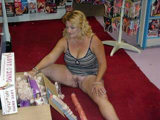 deb shoping 4 some new toys at a book store and for got she did not put on an panties boy did the other guys there like that