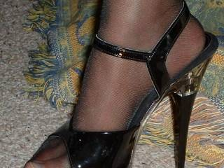 so erotic, so sexy..those are love making shoes and i'd love to lick ur toes in them.