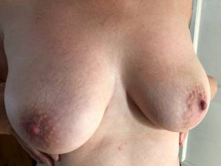 No lingerie this time just my tits fully exposed for you to do as you like😊xxx