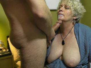 Wow, that is soooo horney, I'd love to be frenching her mouth and sucking his dick, what a wonderful slickness!