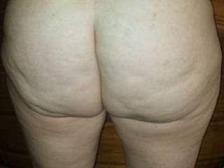 ohhh love your big fat ass. my dick is growing here