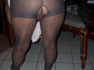 Inviteing me in .love pantyhose