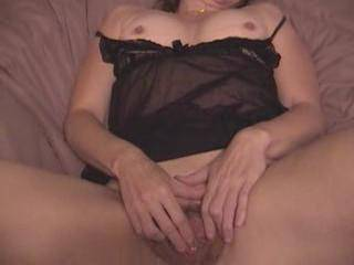 i want ann to do a web cam chat,,would you like to watch her