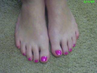 Very Very Sexy Feet. If they need to be sucked, sniffed and licked then I'm the man!!