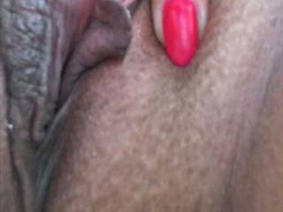 I want a tongue in my pussy ..... and my pussy lips and clit to be sucked.  Does anyone want it ???